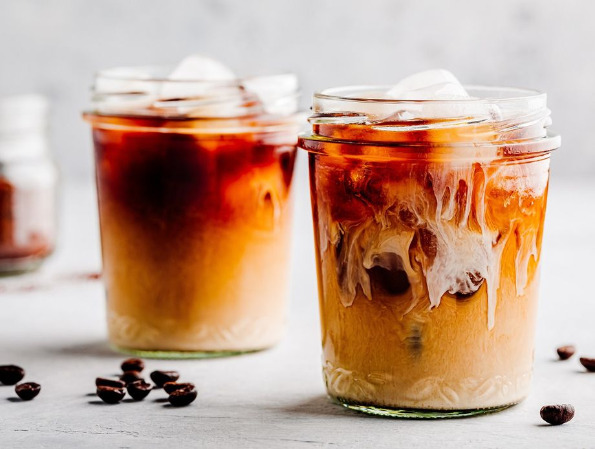 Како течен марципан: Домашен сируп кој ги претвора кафето, млекото или коктелот во сензација