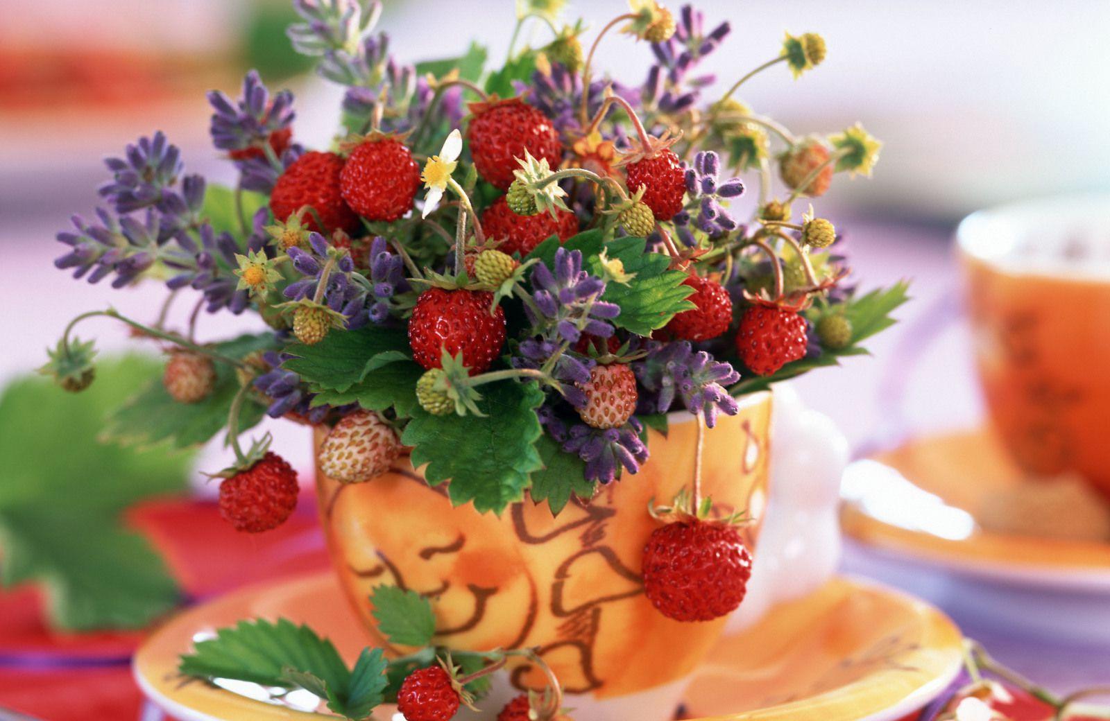Убави и мирисливи: 10 слатки украси што ќе ве натераат да ги сакате јагодите уште повеќе