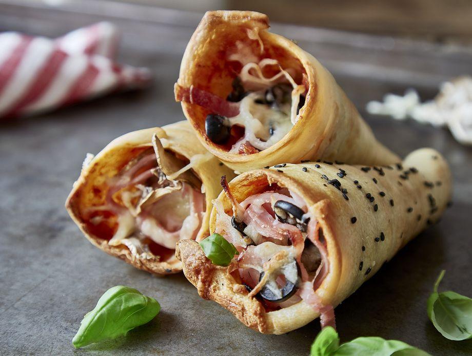 Вкусни и топли сендвичи: Рецепт за корнети од тесто за пица