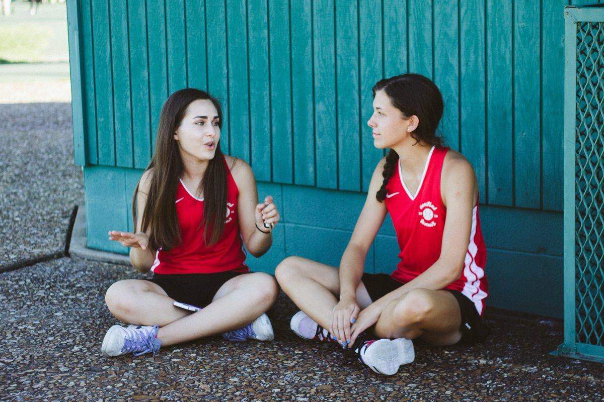 25 причини зошто пријателките од средношколските денови секогаш ќе ви бидат најдобри пријателки