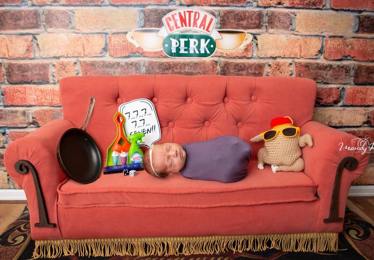 """Фотографии од бебиња облечени како ликовите од серијата """"Пријатели"""" ќе ги воодушеват сите обожаватели"""