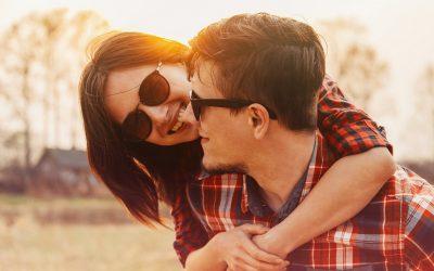 3 несомнени знаци дека тој се вљубува во вас