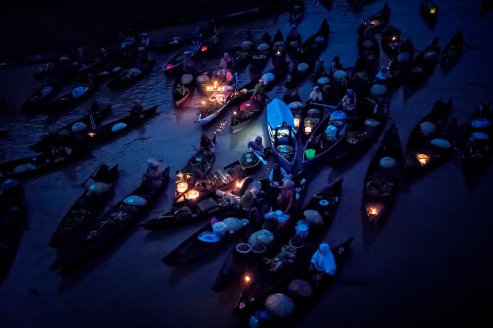 Запловете низ вкусовите, аромите и боите на индонезискиот пловечки пазар