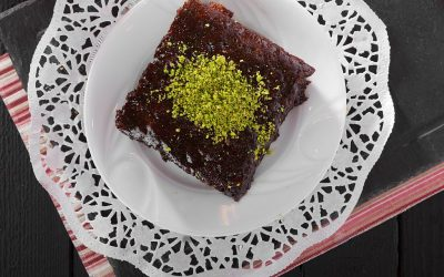 Грчки колач: Чоколадни коцки со ф'стаци
