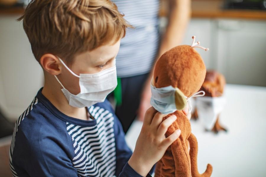 Како да ги мотивирате децата да носат маска и да им објасните зошто е тоа важно
