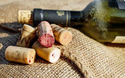 Како да ја извадите плутената тапа што паднала во шишето вино?