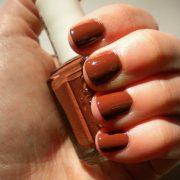 Најновиот тренд на Инстаграм: Нокти во боја на карамела