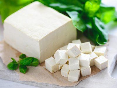 Одлично за постите или за мезе: Како да направите сирење без млеко?