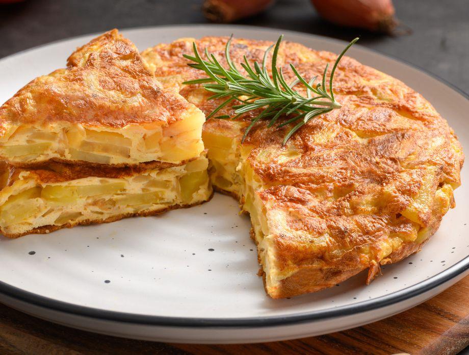 Шпански омлет: Рецепт за вкусен доручек со компир и јајца