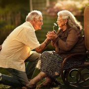 Фотографии од постари заљубени парови кои ќе ве разнежнат