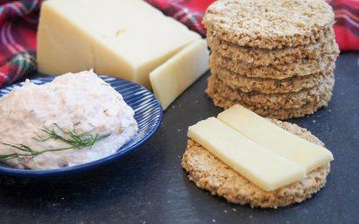 Солени бисквити со овесни снегулки и сирење