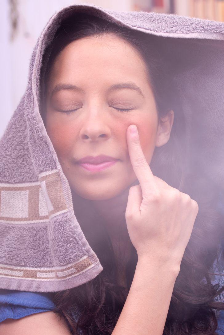 6 работи што може да му се случат на вашето лице ако го држите над пареа еднаш неделно