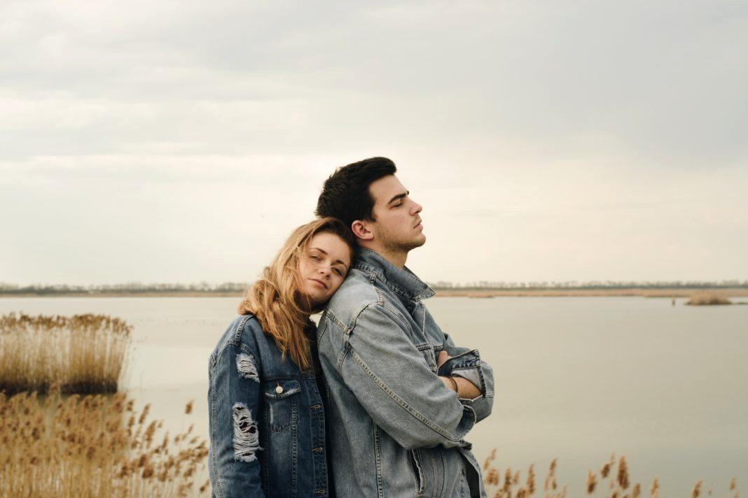 4 иритирачки прашања што никогаш не треба да му ги поставувате на партнерот