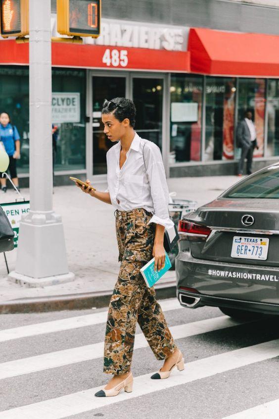 Како да ги комбинирате широките панталони што ја истакнуваат женската силуета?