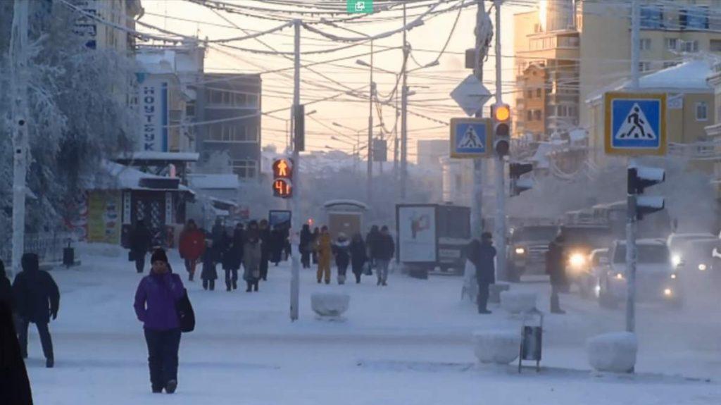 Град во кој температурите во зимата достигнуваат до -68, а во лето +38 степени Целзиусови