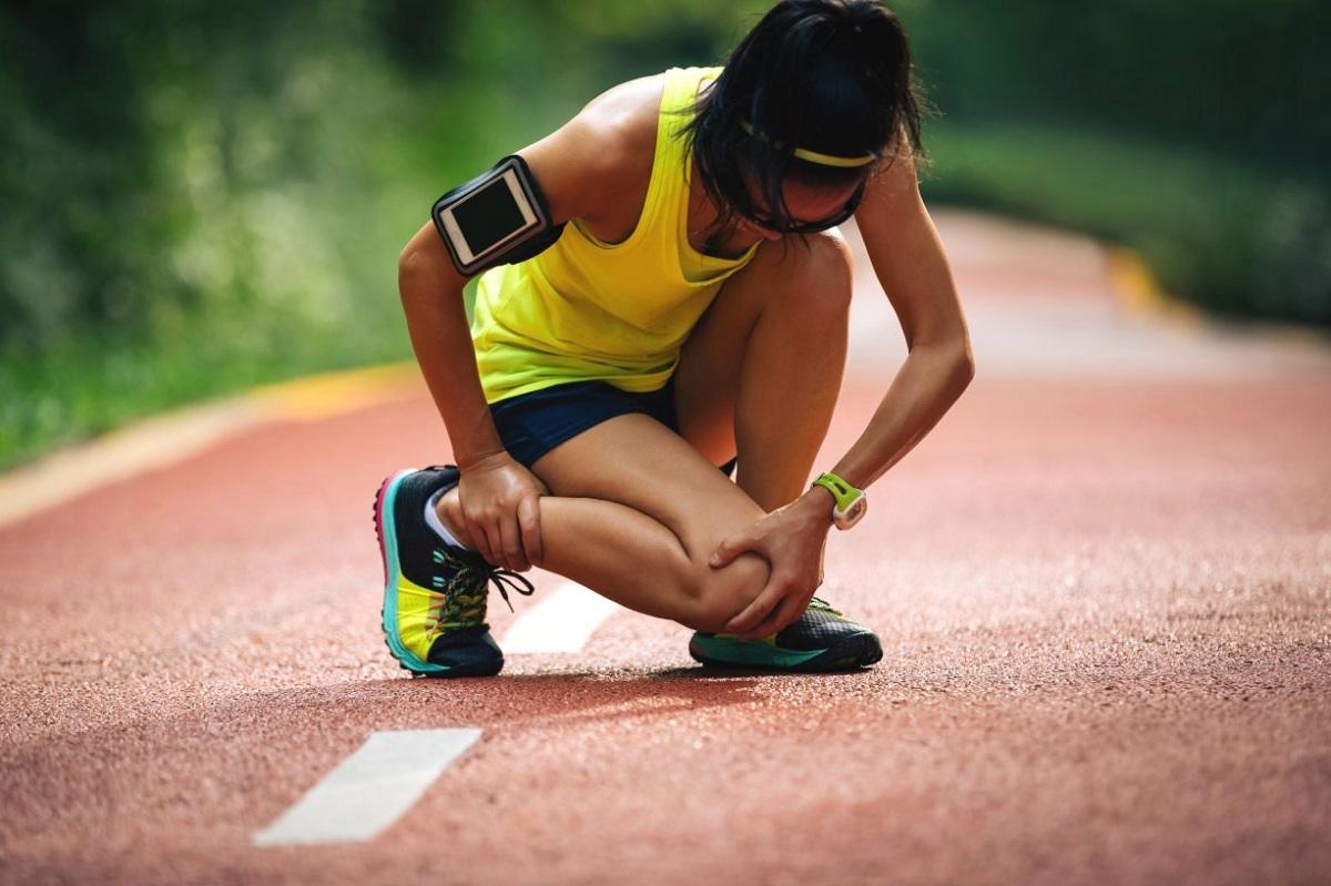 Како да знаете дали да ставите мраз или нешто топло на спортска повреда?