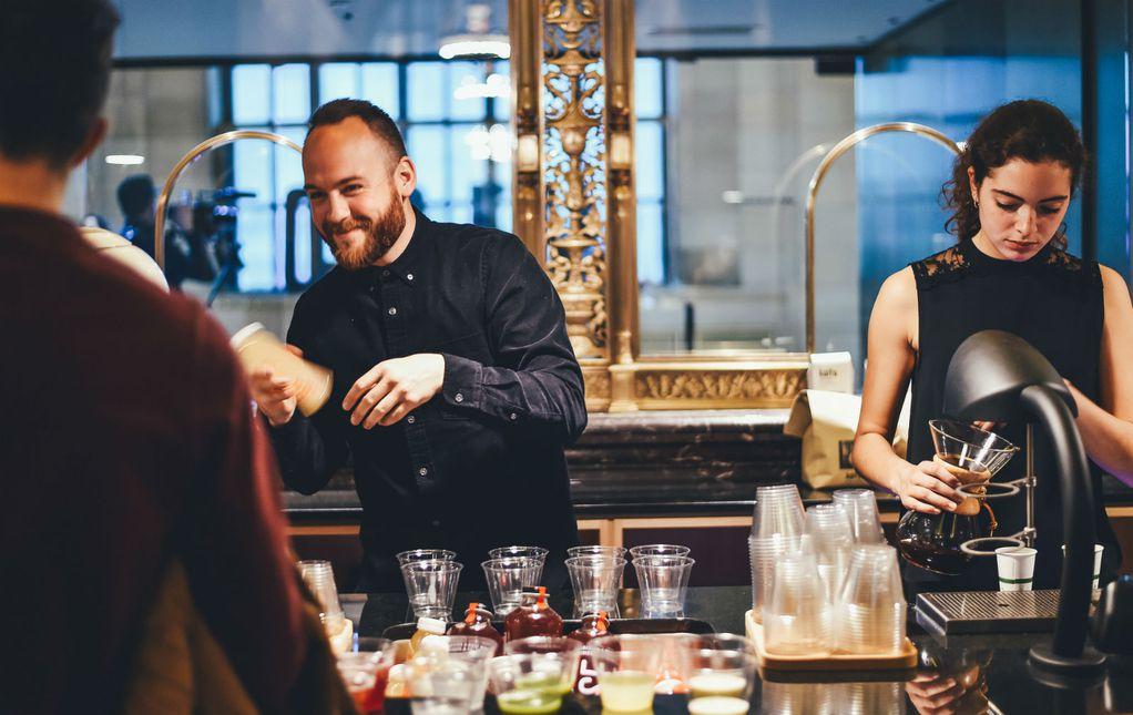 7 работи кои келнерите би сакале да престанеме да ги правиме