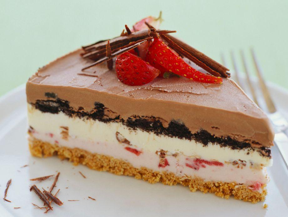 Без печење: Брз рецепт за торта со омилениот сладолед