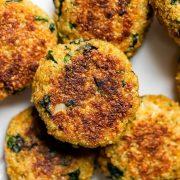 Вегетаријански бургери од киноа и спанаќ