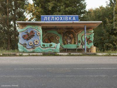 Фотограф од Канада ги фотографира уникатните дизајни на автобуските постојки од советската ера