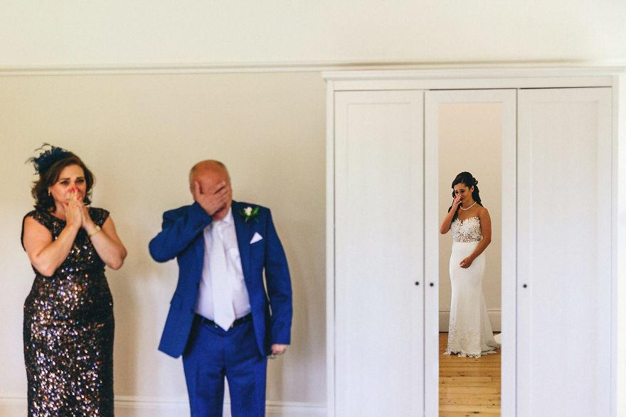 Нераскинливата врска помеѓу таткото и ќерката прикажана преку свадбени фотографии