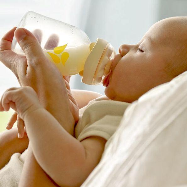 Што е подобро за забите на Вашето дете: Доење или формула?