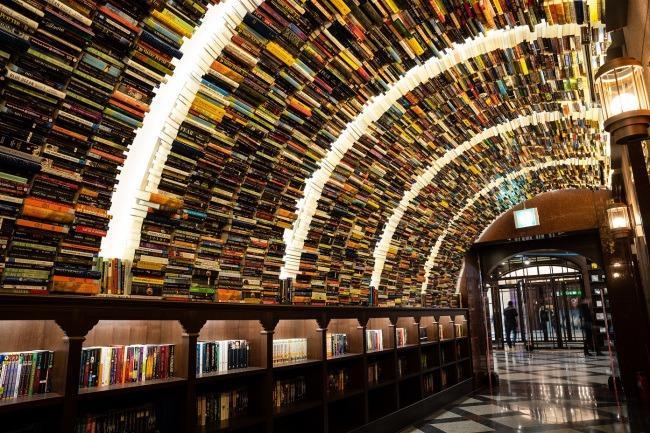 Патувајте низ магичниот тунел од книги во оваа книжарница во Пекинг во која навистина ќе се вљубите