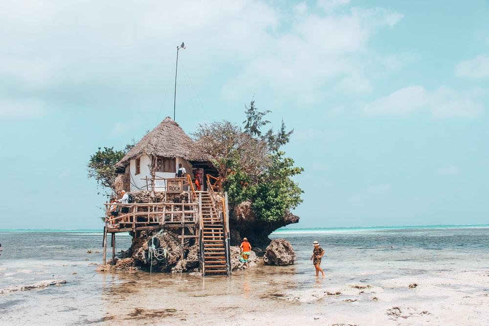 Рибен ресторан на карпа во средината на Индискиот Океан