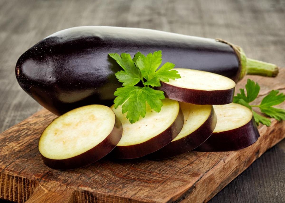 4 видови овошје и зеленчук што содржат токсични материи