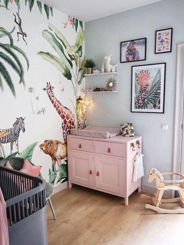 Како да ја уредите собата за вашето бебе во тропски стил?