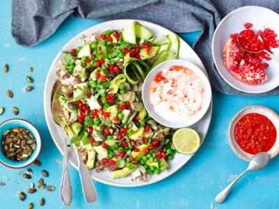 Без јаглехидрати: Рецепт за освежувачка салата со тиквички и сирење