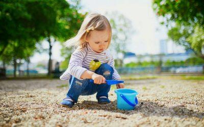 Какво влијание има играњето со камчиња врз развојот на детето?