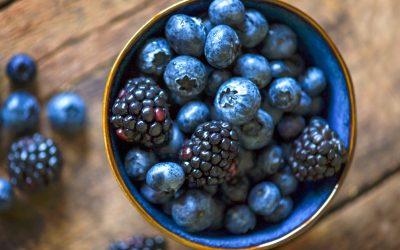 Зошто треба да јадете колку што е можно повеќе сини плодови ова лето?