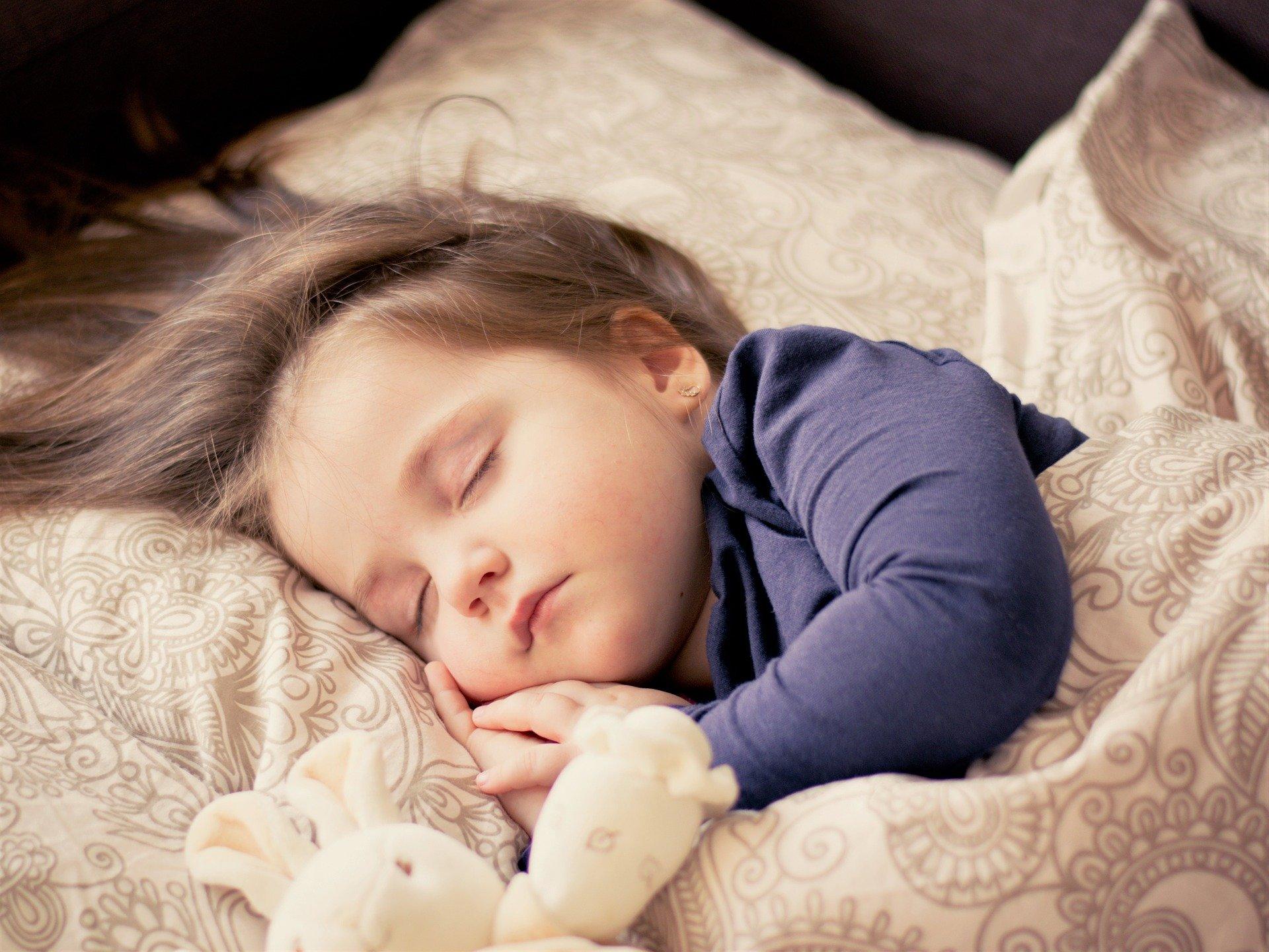 8 совети кои ќе му помогнат на вашето дете да заспие побрзо