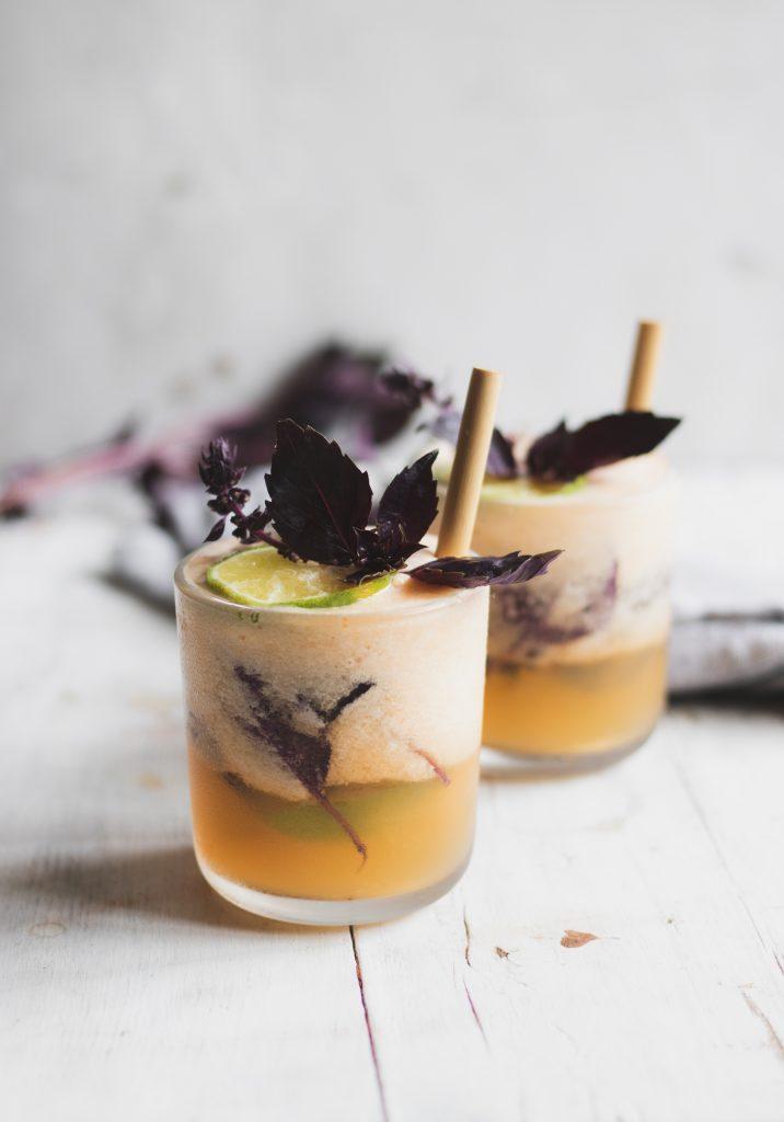 Освежувачки коктел со диња и босилек