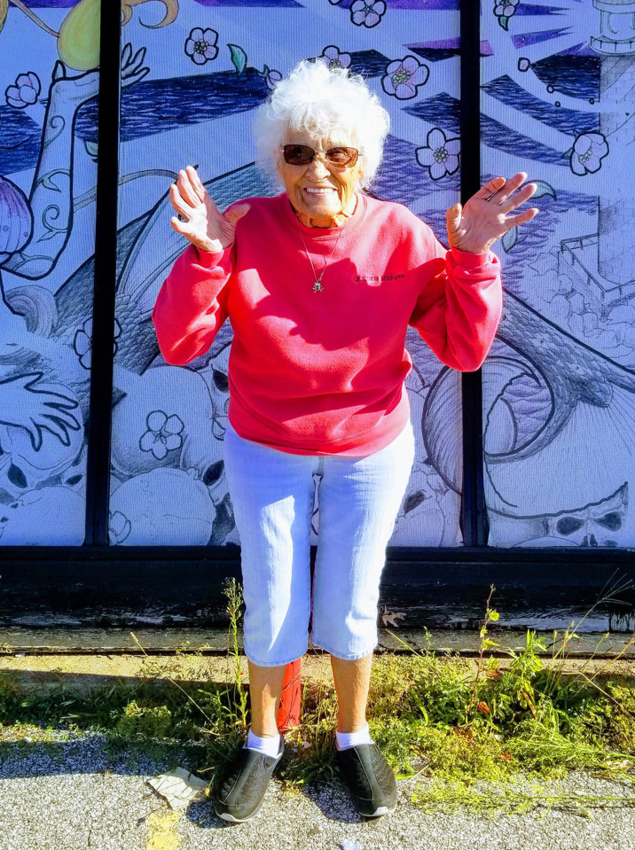 Запознајте ја оваа бабичка која ја направила својата прва тетоважа на 103 години