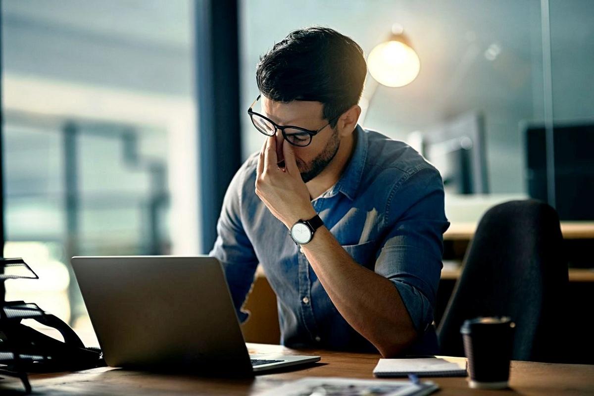 3 болести што може да ги добиете ако седите премногу долго пред компјутер