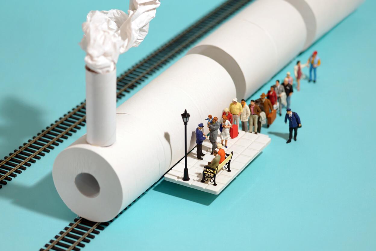 Маски, тоалетна хартија и термометри се трансформираат во минијатурни и авантуристички активности на отворено