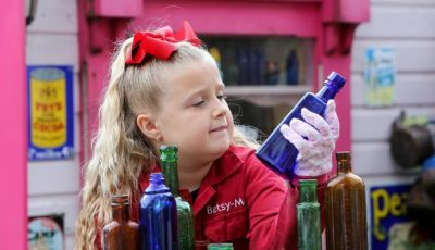 7-годишно девојче започнало свој бизнис со стари шишиња што ги собира секојдневно