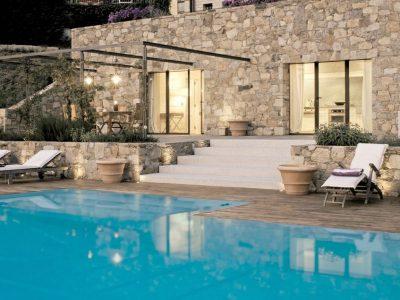 10 прекрасни базени кои сигурно ќе сакате да ги имате во вашиот двор