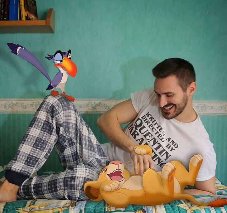 Еден наставник ги фотошопира омилените Дизни ликови во неговите фотографии и тие изгледаат навистина магично