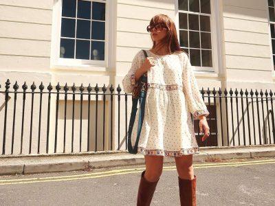 Летен фустан и чизми - најдобрата комбинација за преодниот период