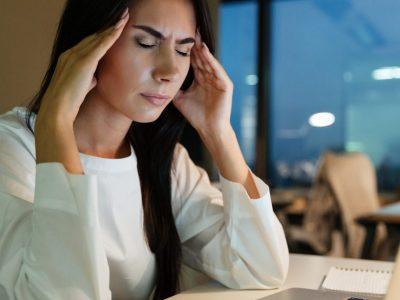 Што да направите ако имате напад на мигрена додека сте на работа?