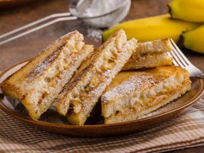 Совршен протеински појадок: Сладок тост со рикота сирење и банана за идеален почеток на денот