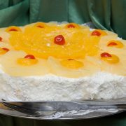 """Торта """"Тропикана"""" - освежувачки десерт со ананас, кокос и ореви"""