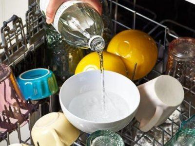 Еве зошто треба да ставите сад со оцет во машината за миење садови