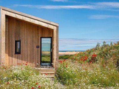 Не е само ѕид, туку е цела куќа: Минијатурно засолниште во кое можат да спијат 4 лица