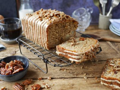 Рецепт за торта со јаболко, урми и еспресо