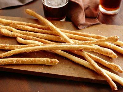 Солени пченкарни стапчиња: Здрава закуска за посните денови