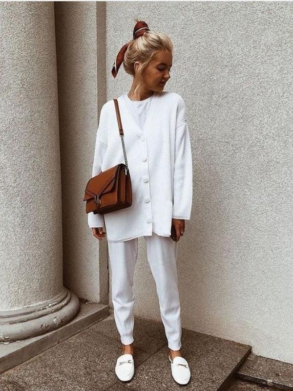 Комбинации во бела боја за првите денови од есента